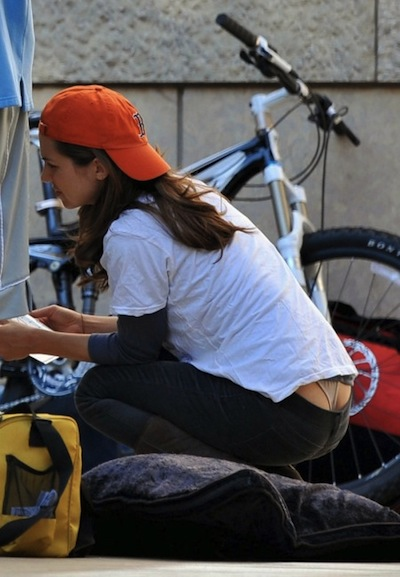 32223_eliza_dushku_working_on_her_car_in_la-1_122_1123lo-450x649.jpg