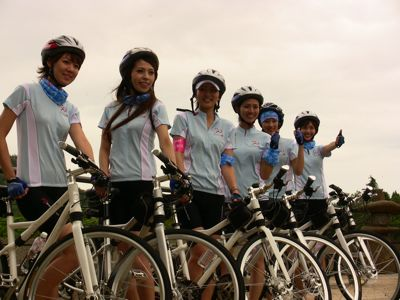 Stewardesses on bikes 01.jpg