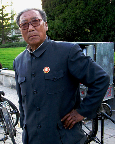 beijing_bike_mechanic.jpg