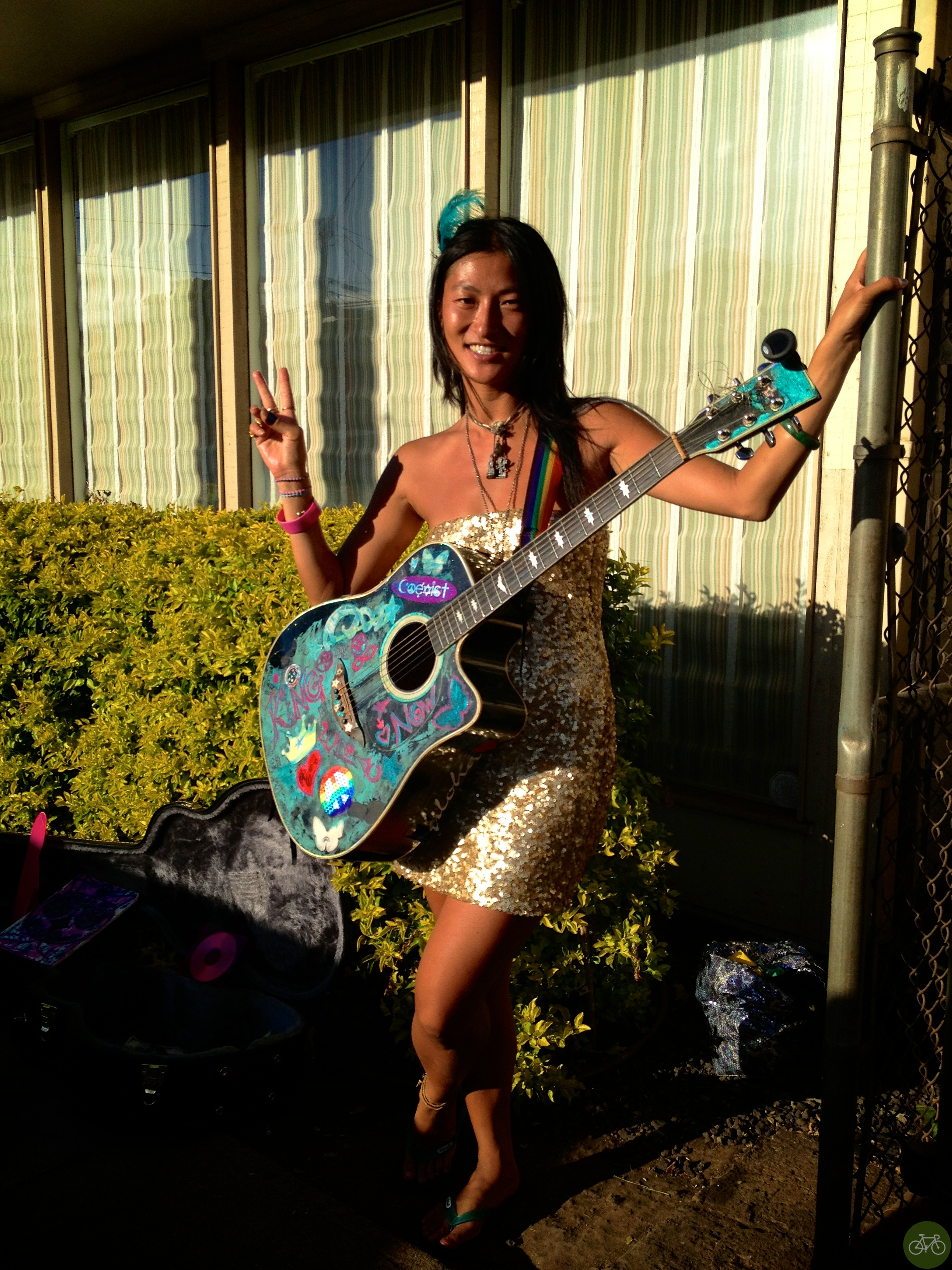 Angel Starlove busking on a corner in Paia