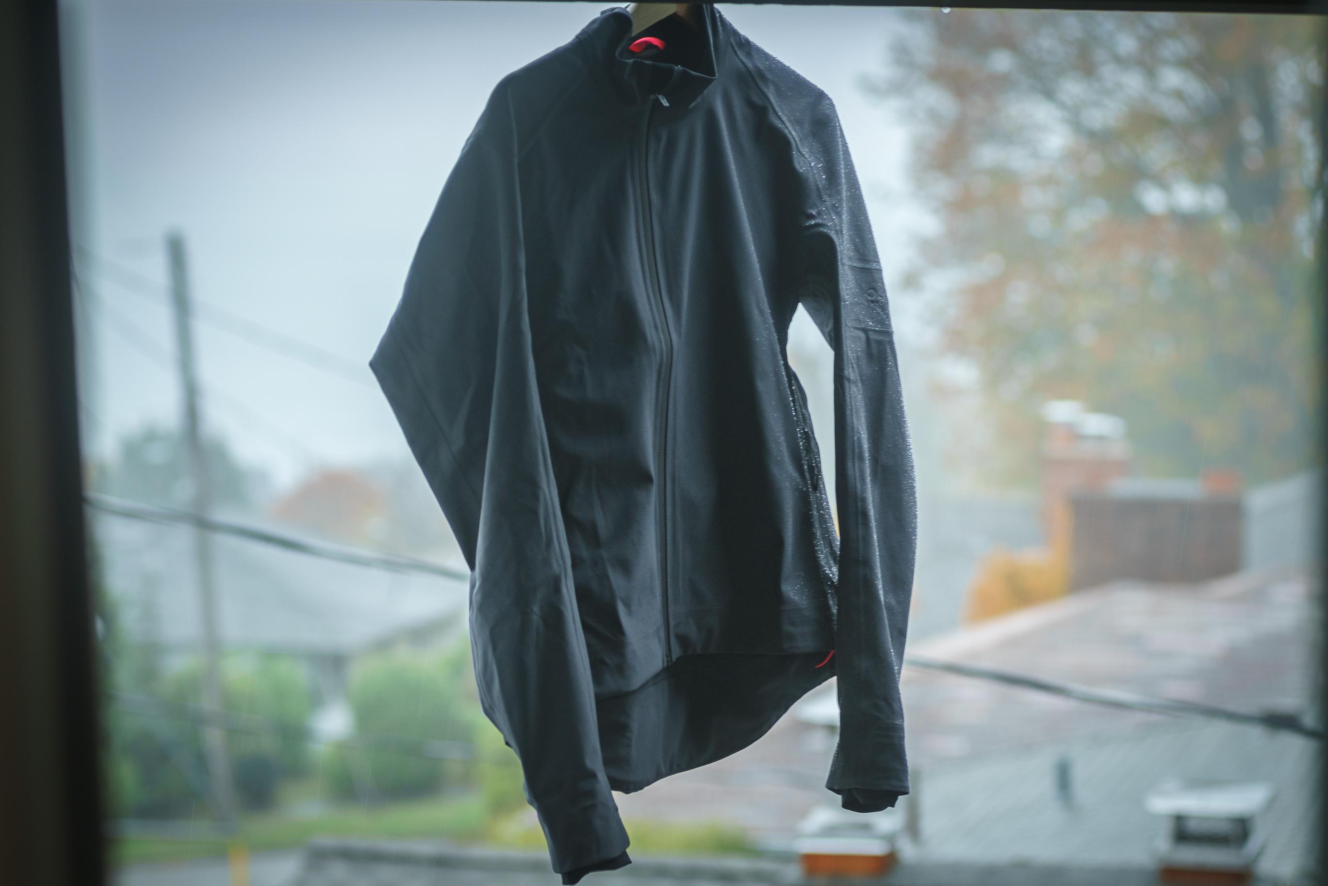 dreeping_jacket_rapha-4