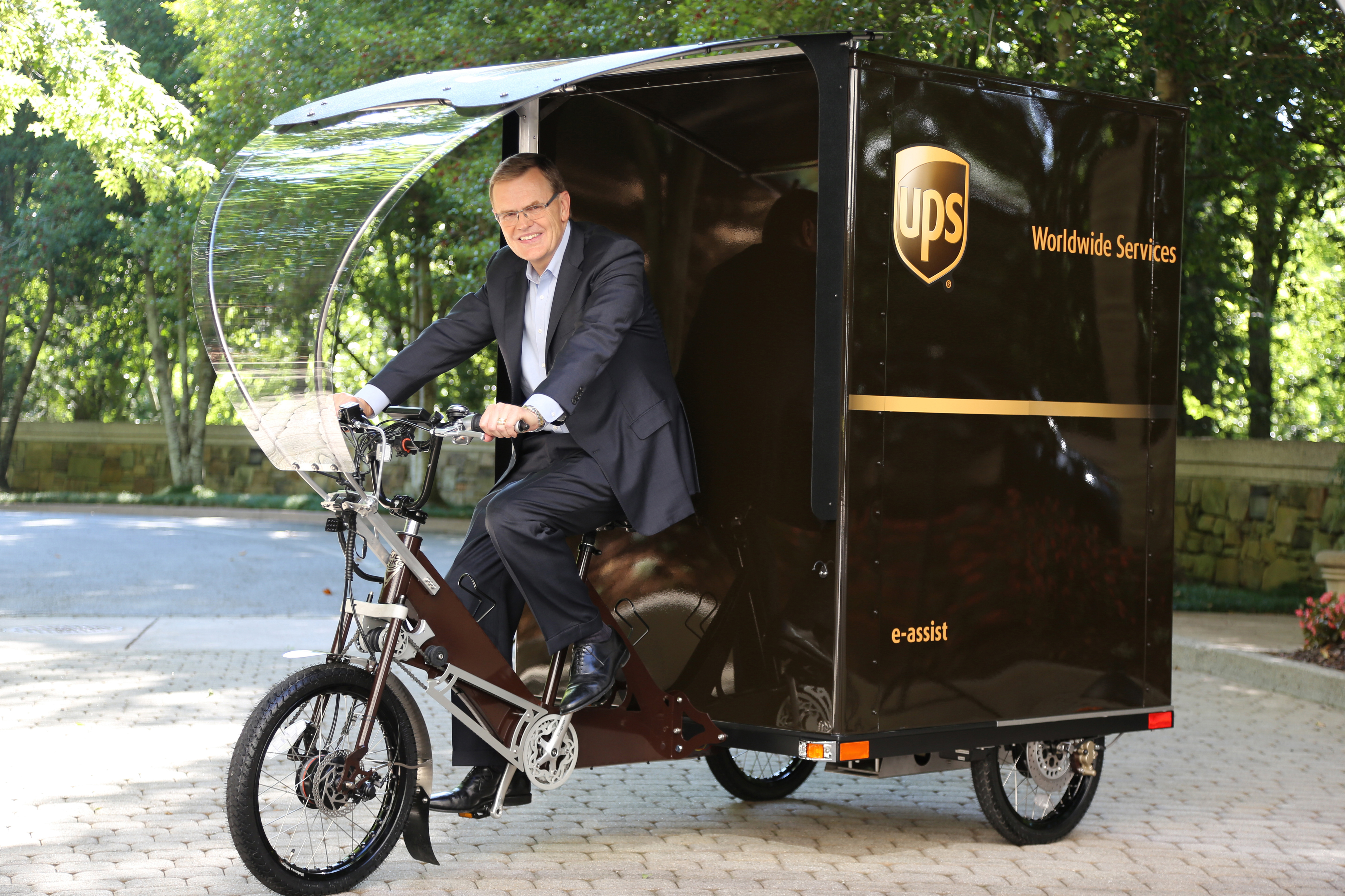 mobile0c9a66-assets-img-media-abney%20ebike%20pedaling